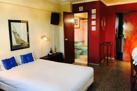 Spacious & centrally located 1-bedroom apartment - La Habana - Квартира