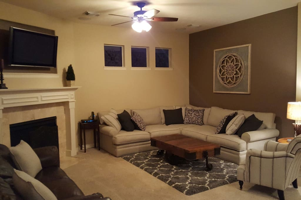 Welcoming living room conveniently located off of the kitchen