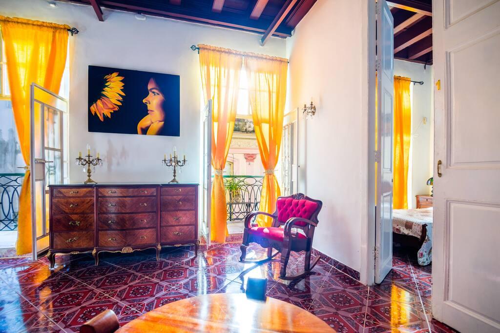 Sala compartida entre los apartamentos/ Room shared between apartments.