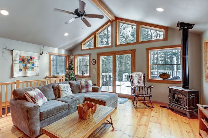 Classic Vermont home w/hot tub, deck & wood stove-near Okemo Pond
