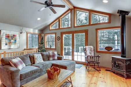 Classic Vermont home w/hot tub, deck & wood stove-near Okemo Mountain Resort