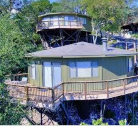 Beautiful escape in Lake Travis hill country!