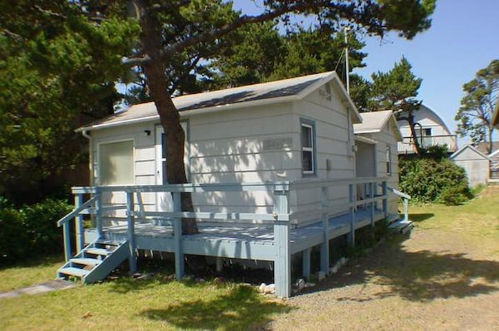 Steps to the beach: Dory's Cottage - Pacific City - Hus