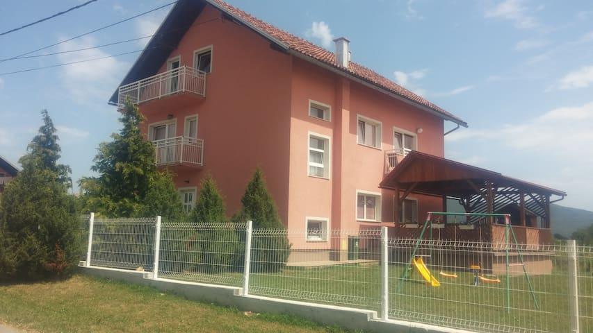 Apartman VIKTORIJA , Čovići 15 i