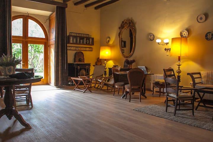 Beautiful refurbished XVII century Villa - Riudecols - Villa