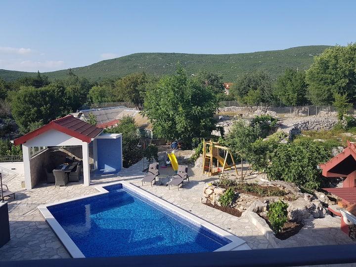 Vila Luka s privatnim bazenom (bazen ima grijanje)