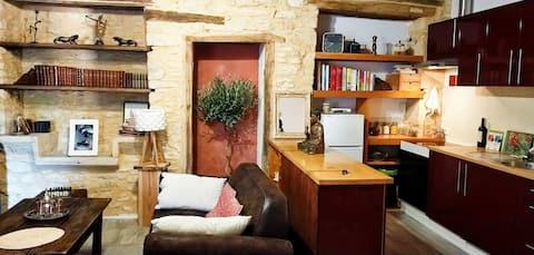 Petite maison en pierre indépendante dans le Lot