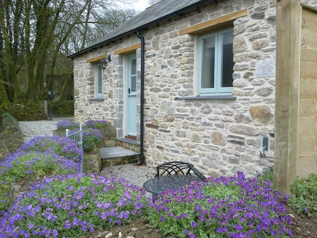 Couples Bolt-Hole The Shippen - Camelford