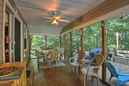 Peaceful Home w/ Deck Near Lake Wallenpaupack!