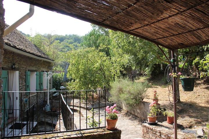 Pont de Cirou: maison calme proche de la rivière