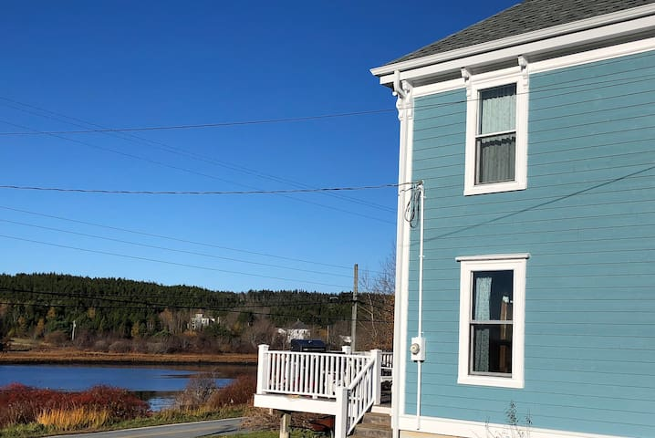 Puffin's Cove - Waterfront Views Await!