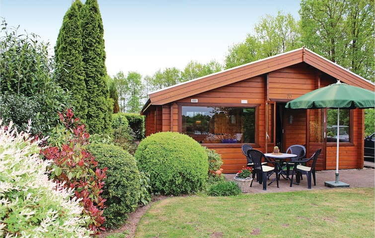 Holiday cottage with 2 bedrooms on 75 m² in Rheezerveen