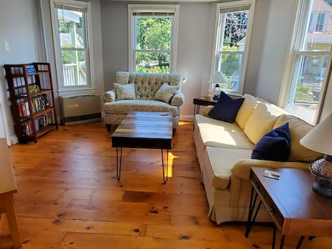 Sunny 2BR Full Apartment with views of Casco Bay