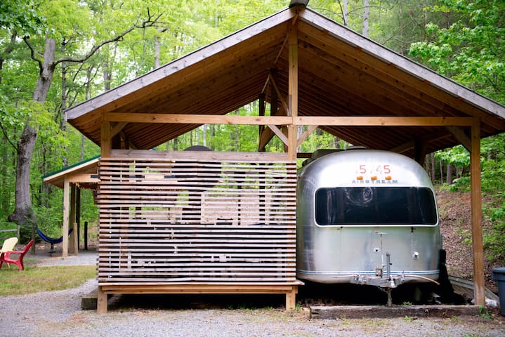 Secluded Vintage Airstream With Unique Tree loft