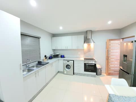 Modern Penthouse Terrace | 4 Sleeper Apartment