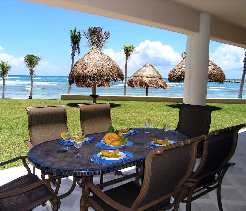 Outdoor Dining for 6 directly on the ocean!