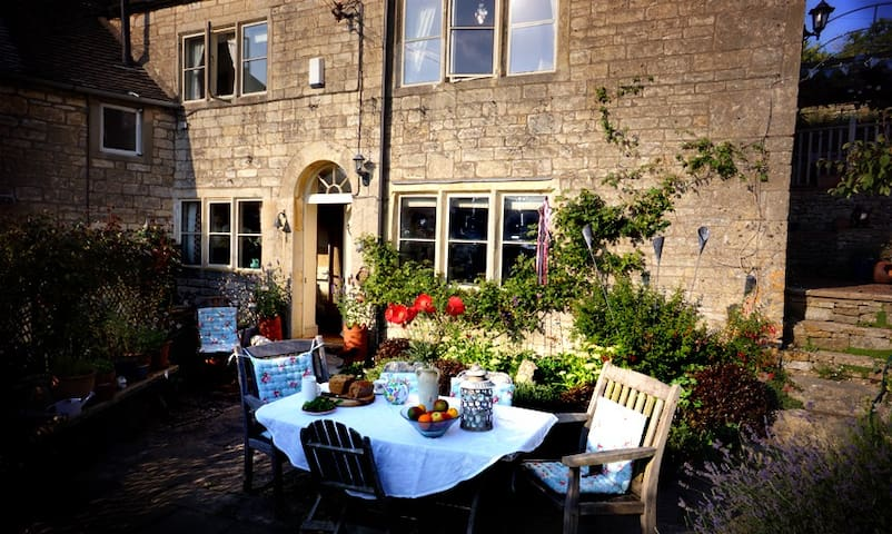 B&B in traditional Cotswold cottage
