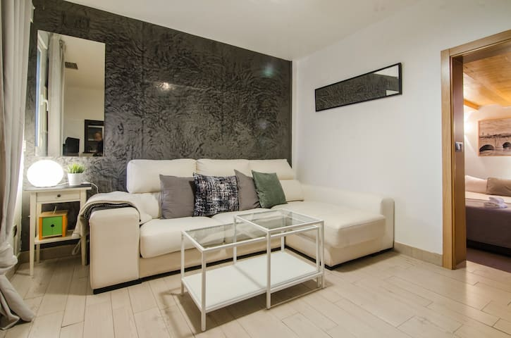 Cozy apartment with parking and patio -RoyalPalace