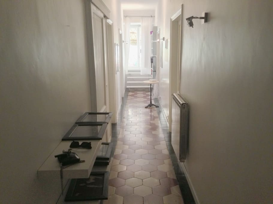 corridoio con accesso alle stanze ed al terrazzo