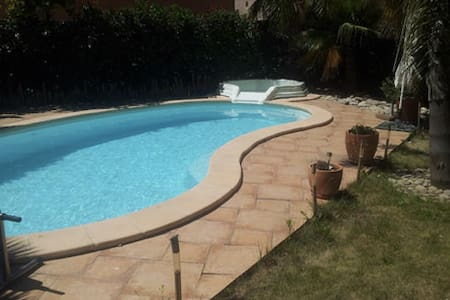2 chambres ds maison piscine centre ville - Ille-sur-Têt - Bed & Breakfast