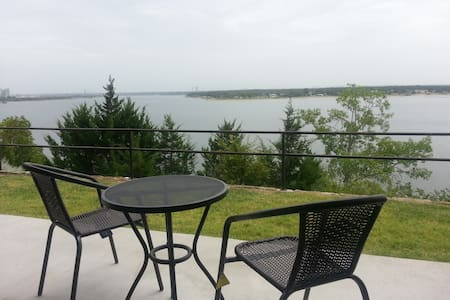 Off the Grid at Lake Granbury - Granbury - Apartament