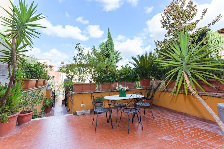 A wonderful apartment in Trastevere