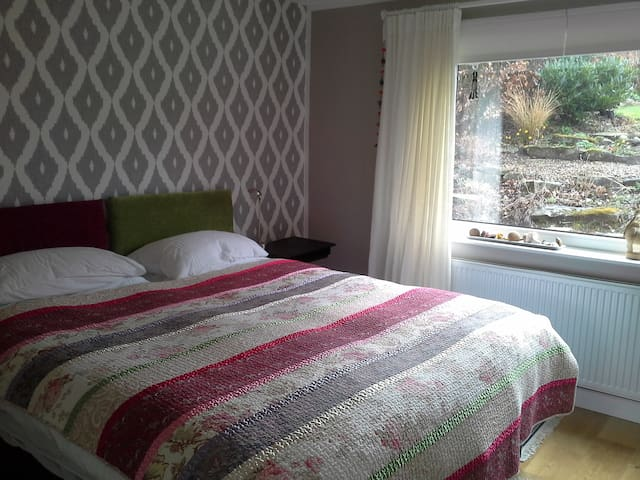 Twin/double room with wifi & luxury bathroom.