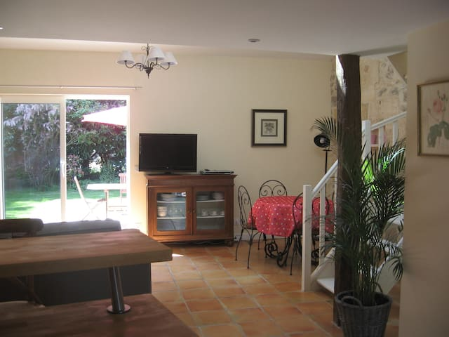Cosy cottage in old farm setting - Civrac-de-Blaye - Rumah