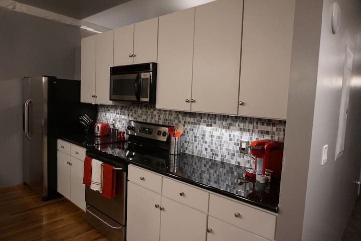 Brand new remodeled kitchen! Want some coffee? Enjoy the perfect brew with a keurig. Kitchen has the basic tools if you're in the mood for making a quick meal.