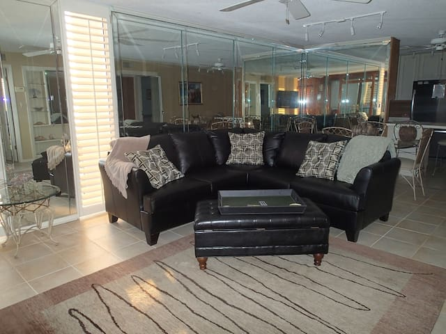 Stunning condo 1.5 blocks to ocean - Destin - Lägenhet