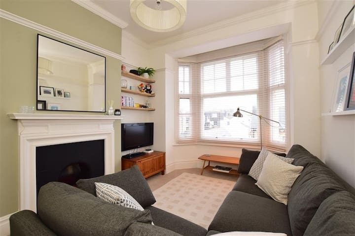 Mansion Building Apartment, top floor in Hove. - Hove - Lägenhet