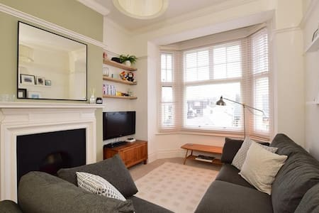 Mansion Building Apartment, top floor in Hove. - Hove - Lejlighed