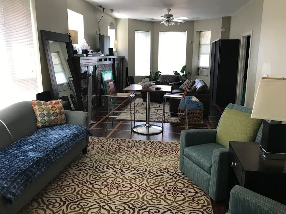 Beautiful 3 Bedroom Apt Woodlawn Hyde Park Area Apartments For Rent In Chicago Illinois