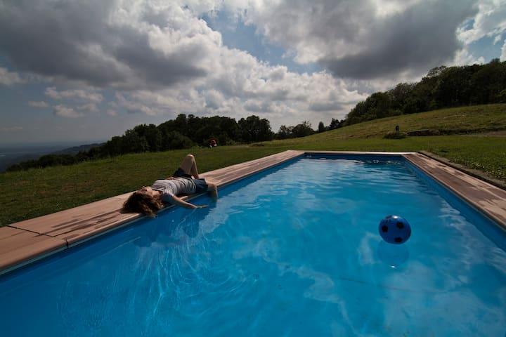 Cascina il Faggio: Agriturismo con piscina