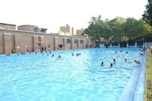 Largest outdoor pool in Manhattan 1 avenue away.