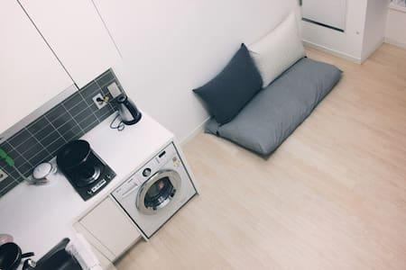 Modern and cozy house. - Yeongdeungpo-gu - Apartment