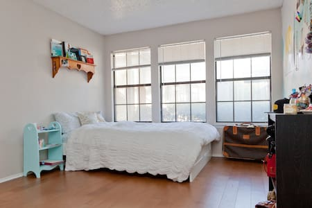 1 private BR in SoCo 5min from DT