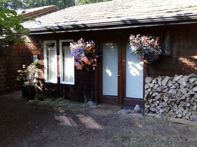 Turtle Lodge-Kitsap Secluded Studio - Kingston