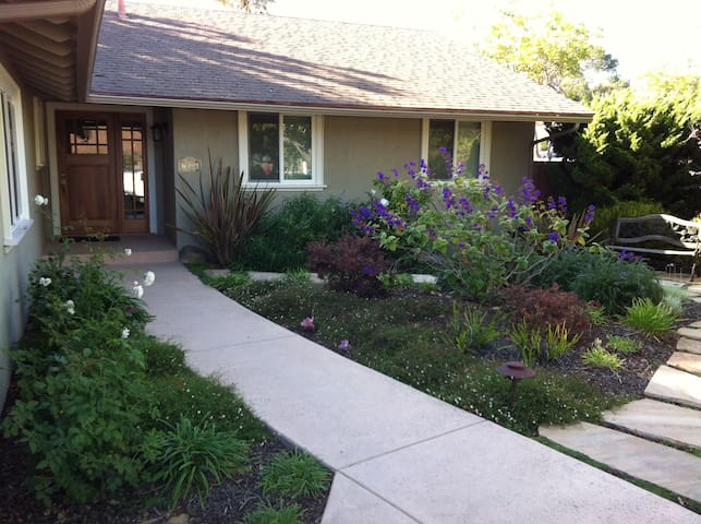 Comfy 2 Bedrm + Use of Lovely Home - Goleta - Casa