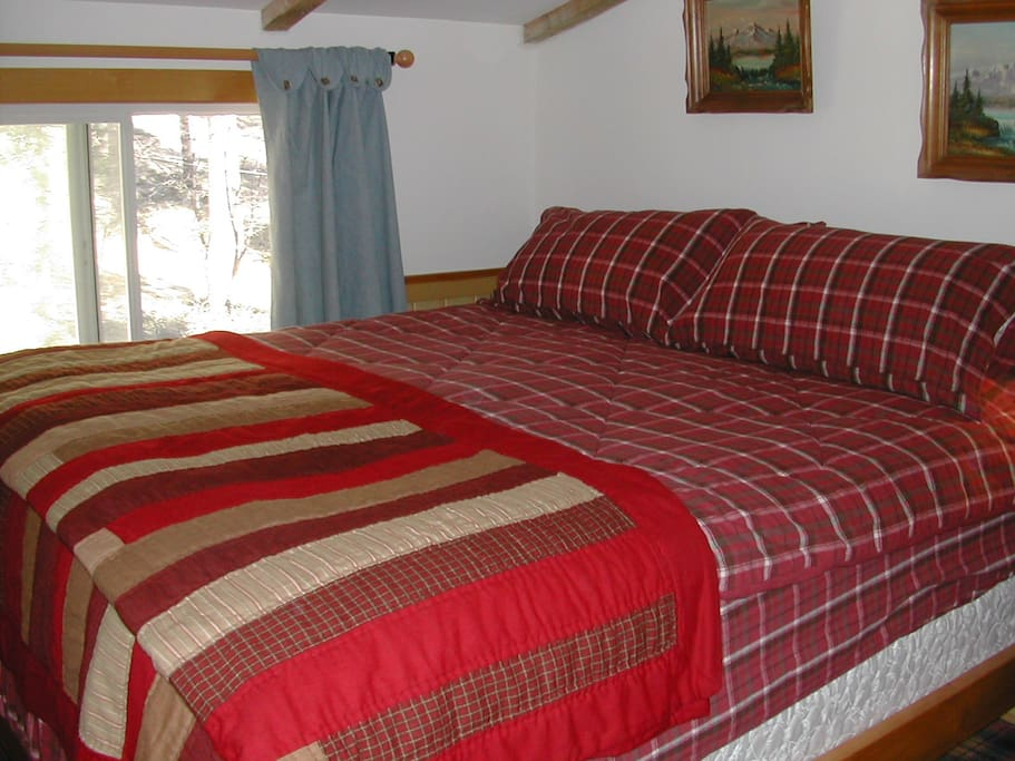Our COZY Master-Bed w/KING, Pillow-Padded Matress w/Flannels