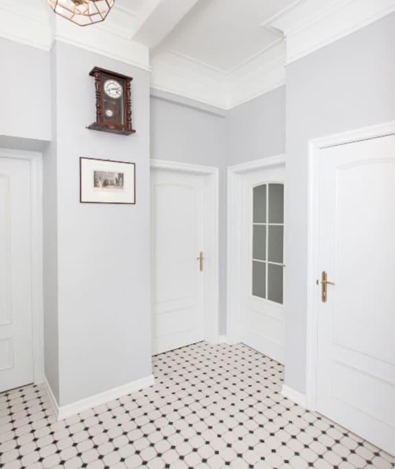 прихожая/hallway