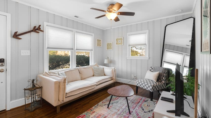 Amazing Chic 2BR Home—Discounts for Extended Stays