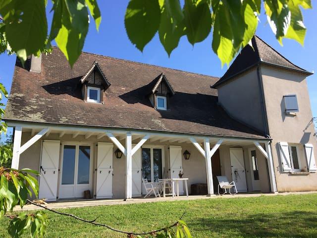 Agréable maison, région très touristique, Dordogne - Vayrac - House