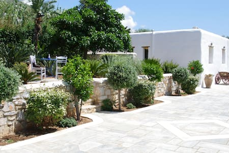 Guesthouse with  swimming pool - Paros - Cabaña