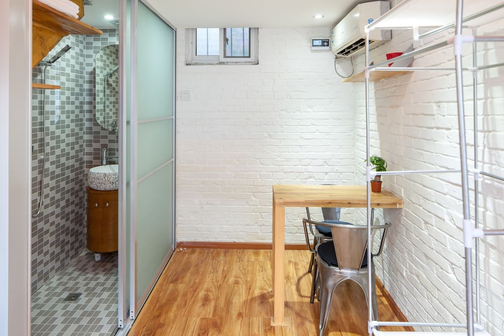 Cozy room with ensuite bathroom