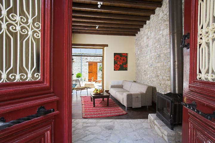 red door, 15' from the beach - Pano Lefkara - Casa