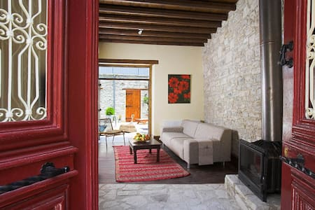 red door, 15' from the beach - Pano Lefkara