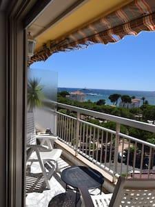 Superbe Studio cabine avec vue mer en plein centre - Antibes - Apartment