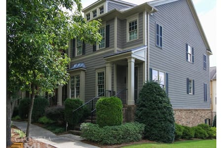 Gorgeous  Symrna Townhome w/parking - Smyrna