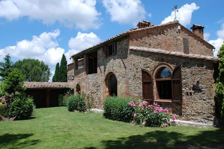 Ancient Country House in Tuscany - 蒙特普齐亚诺 - 独立屋